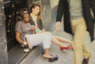 Las fotos más vergonzosas de Nagore y Carolina (GH11) tras una noche de fiesta: durmiendo en la calle y vomitando