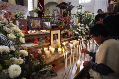 Lágrimas, veladoras y flores de miles de indígenas para Tatic