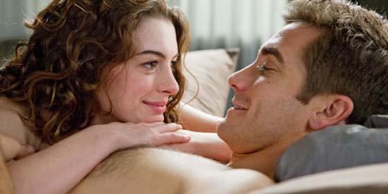"Jake Gyllenhaal: ""Desnudarse con Anne Hathaway siempre es difícil"""