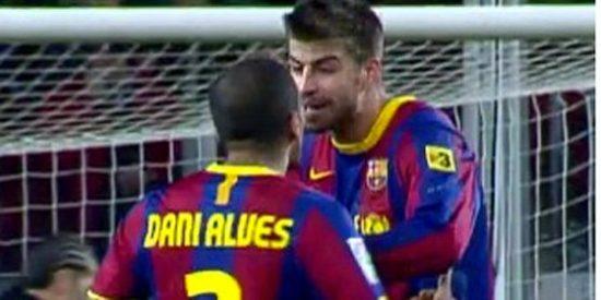 Piqué y Dani Alves, bronca en directo sobre el césped del Nou Camp