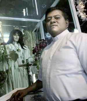 """Detienen al líder de la """"Iglesia de la Santa Muerte"""""""