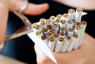 El PSOE invita a dejar de fumar y pide que el PP lo pague
