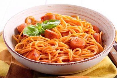 Espaguetis con salchichas, receta fácil y rápida
