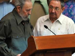 Fidel y Raúl Castro, elegidos delegados al VI Congreso del Partido Comunista
