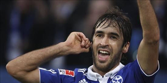 Raúl supera a Müller y se convierte en el máximo goleador europeo de la historia