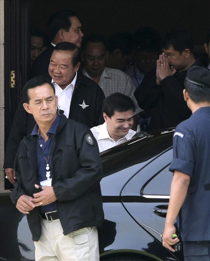 El primer ministro tailandés defiende su actuación en la frontera con Camboya