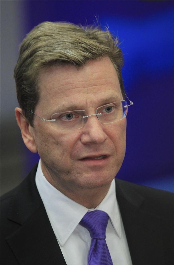 Diputados alemanes proponen acoger a Mubarak y el ministro Westerwelle desea una nueva sociedad