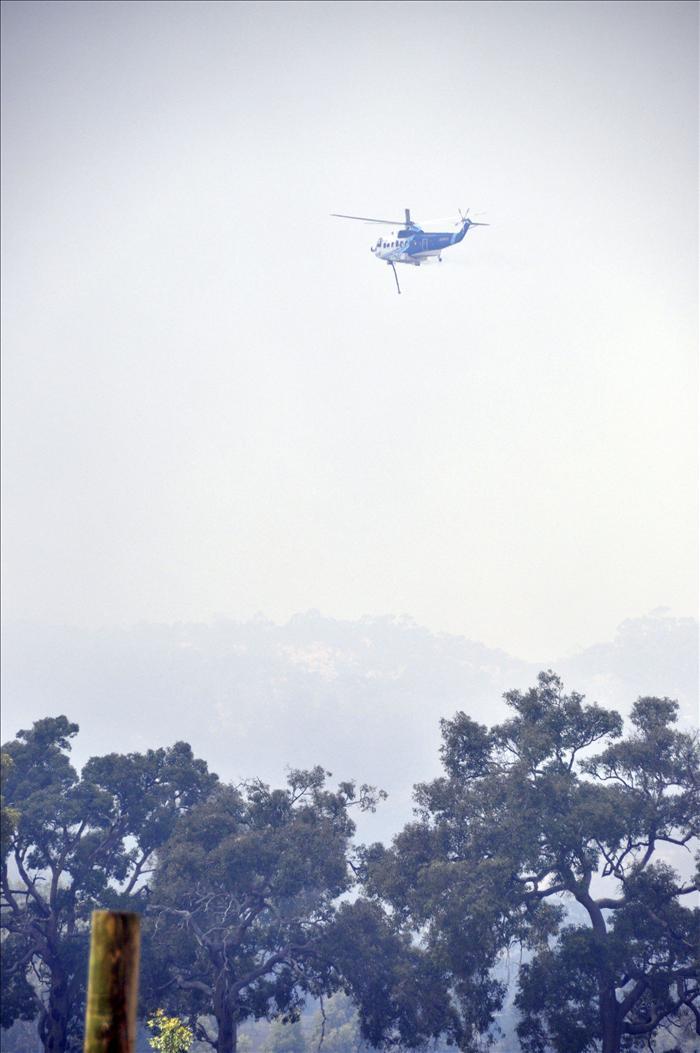 Decenas de evacuados y casas arrasadas por incendios forestales en Australia
