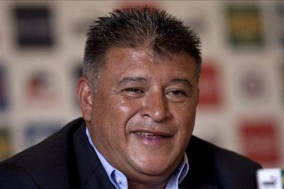 Claudio Borghi quiere seguir el trabajo de Bielsa en la selección chilena