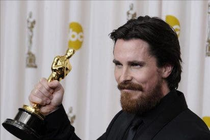 "Christian Bale logra su primer Óscar con su papel de reparto en ""The Fighter"""
