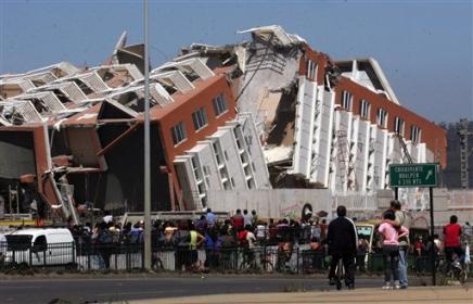 Miles de chilenos conmemoran el terremoto con misas y vigilias