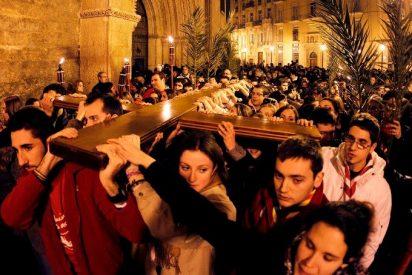 La Cruz de la JMJ llegó anoche a Valencia