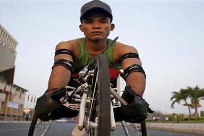 La velocidad en silla de ruedas abre un nuevo mundo a la sociedad camboyana