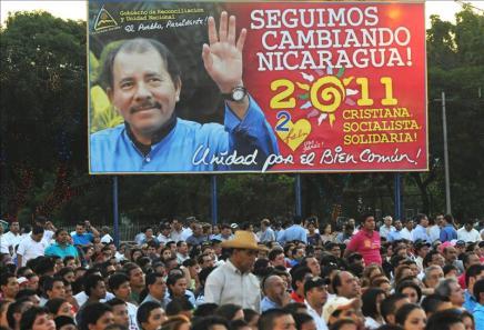 Grupo de jóvenes protesta contra posible postulación presidencial de Daniel Ortega