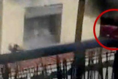Un videoaficionado graba el rescate a una mujer embarazada en un espectacular incendio