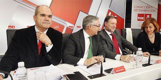 El Gobierno, la patronal y los sindicatos anuncian el cierre de un gran pacto social