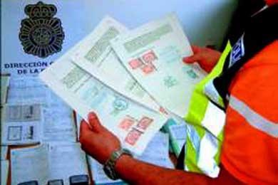 Detenidos dos individuos que vendían falsos contratos de trabajo a inmigrantes