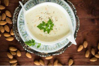 Sopa de almendra fácil
