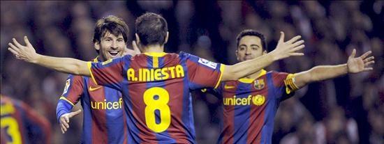 Messi e Iniesta guían al Barça a cuartos