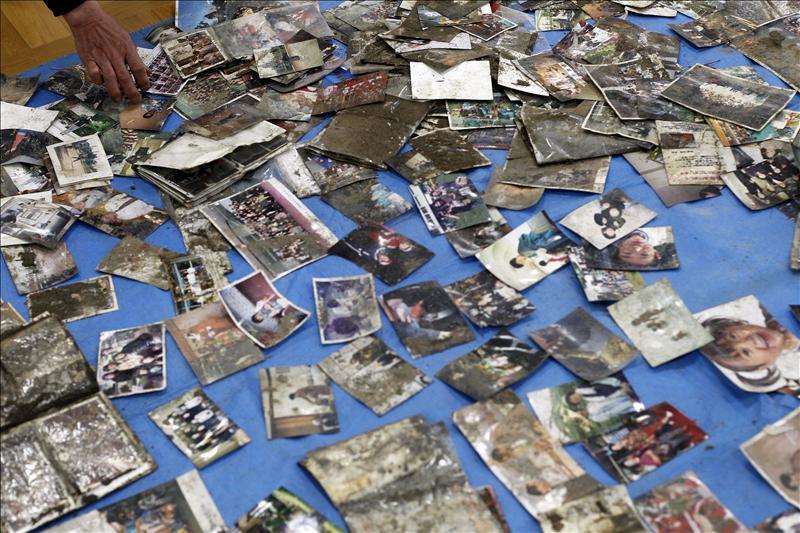 Suben a 10.489 los fallecidos por el terremoto en Japón