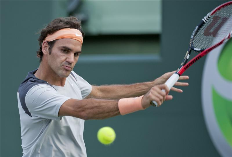 Roger Federer pasa a octavos tras ganar al argentino Juan Mónaco