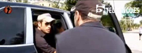 """Víctor Sandoval y su marido, intento de agresión ante las cámaras de 'Sálvame': """"¡Que sepa toda España cómo eres!"""""""