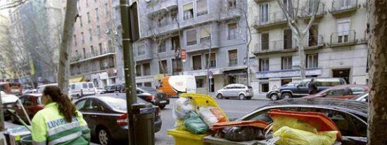 Un sevillano en paro crea una empresa para recoger los cubos de basura de las comunidades de vecinos