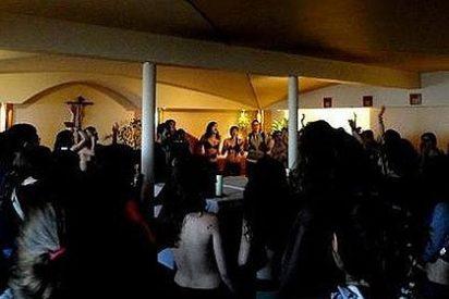 Profesores de Ciencias Políticas apoyan a las estudiantes que profanaron la capilla