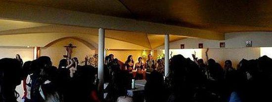 Imágenes del asalto de los gamberros a la capilla de la Universidad Complutense