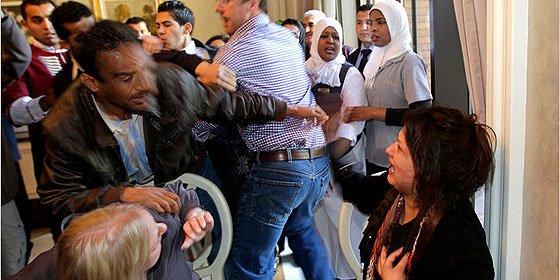 """Eman al-Obaidi: """"Me ataron, se orinaron encima de mí y me violaron entre 15"""""""