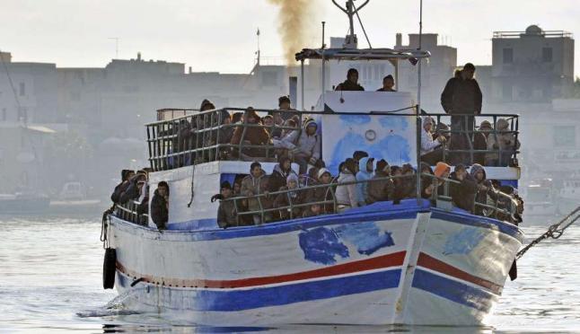 Italia intercepta buques con 400 inmigrantes tunecinos
