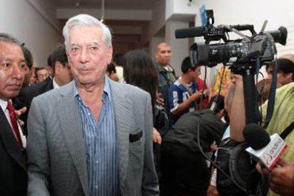 Vargas Llosa critica a intelectuales argentinos por vetarlo en Feria del Libro