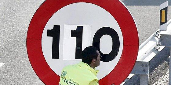 """Ignacio Camacho: """"En su vorágine arbitrista de improvisaciones y ocurrencias, el Gobierno ha acertado involuntariamente a diseñar el mejor logotipo posible del zapaterismo [la pegatina de 110 km/h]"""""""