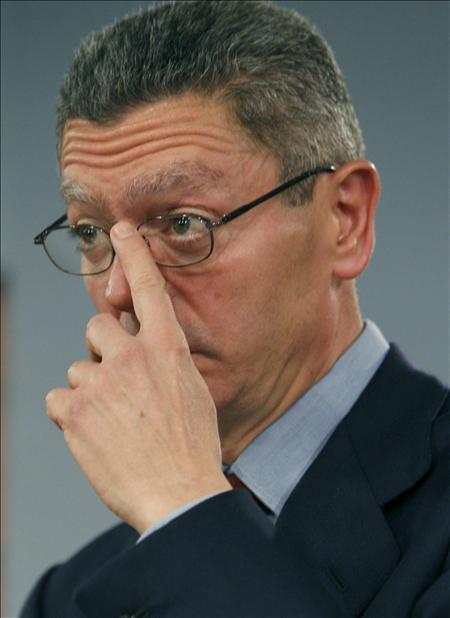 Gallardón prohibirá la «procesión atea» si no lo hace el Gobierno Zapatero