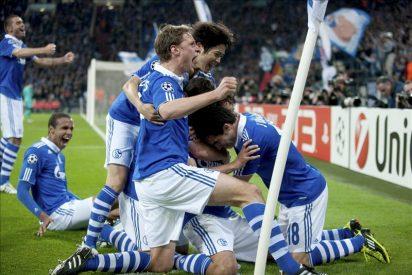 """2-1. Raúl, """"el 7 de Europa"""", tumba al campeón y mete a Schalke en semifinales"""