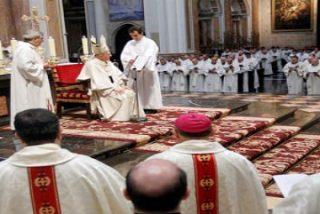 Osoro concelebra con cuatrocientos sacerdotes la misa crismal