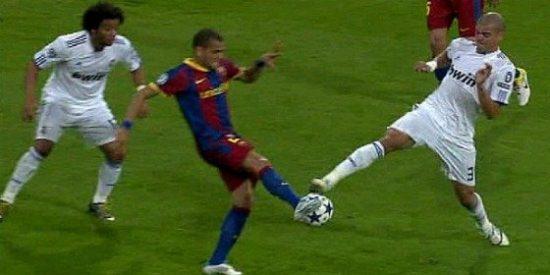 El Real Madrid publica en su web un vídeo con los 'piscinazos' del Barça