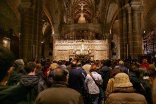 """Via Crucis """"preventivo"""" en el interior de la catedral de Ávila"""