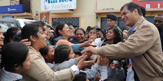El 77% de los ecuatorianos aprueba la gestión de Correa