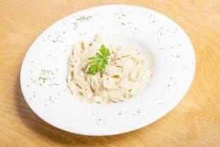 Fetuccini Alfredo receta fácil en 10 minutos