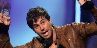 Enrique Iglesias gana la partida a Shakira en los Billboard latinos
