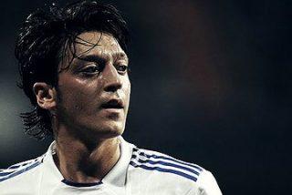 Mourinho volverá a apostar por Özil como falso '9' para golear al Barça en el Bernabeu