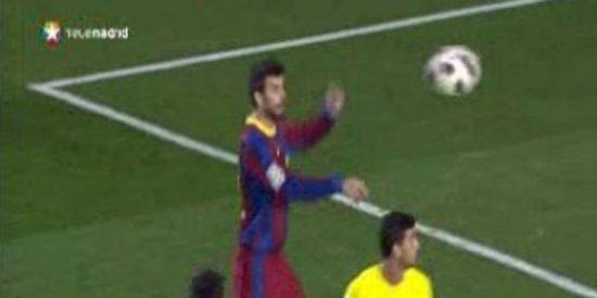 Posible mano de Gerard Piqué en el gol del Barcelona