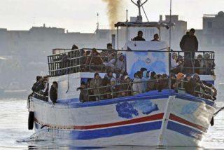 """El Papa, """"profundamente afectado"""" por la muerte de 200 migrantes en Lampedusa"""