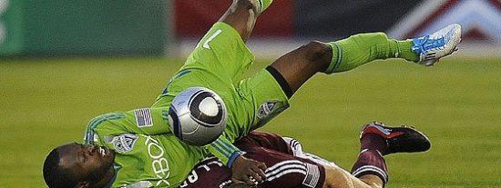 Bestial entrada y escalofriante lesión de Zakuani