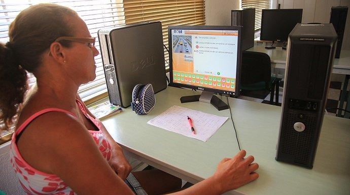 Las ventajas de sacarte el carnet con una autoescuela digital