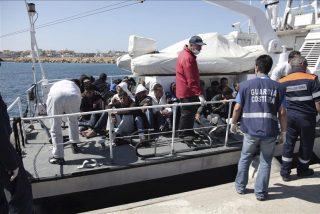 Llegan a la isla italiana de Lampedusa otros 842 inmigrantes desde Libia
