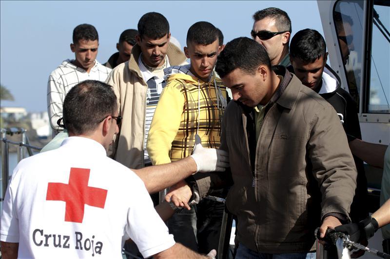 Localizadas dos pateras con 80 inmigrantes a bordo en la costa de Almería