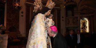 Concluye el besamano a la Virgen de los Desamparados tras participar más de 27.000 personas