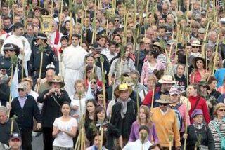 Miles de alicantinos caminan hacia Santa Faz en romería religiosa y festiva